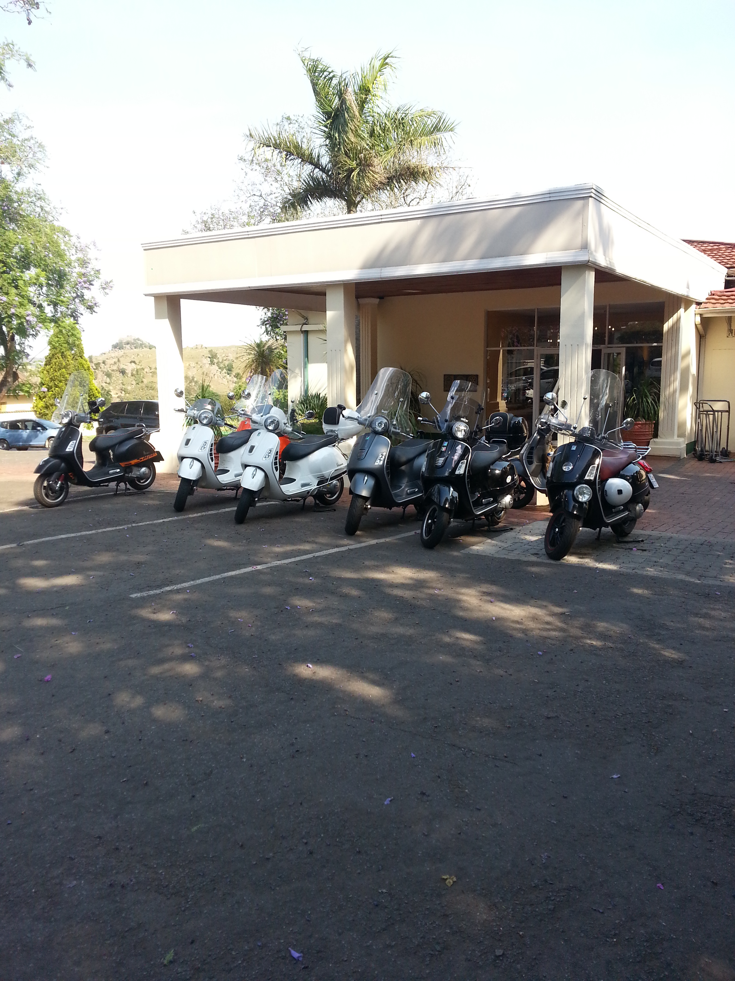 Vespas Mountain Inn Nov 2015.jpg